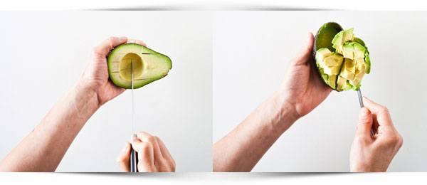 avocado-insnijden-en-uitlepelen